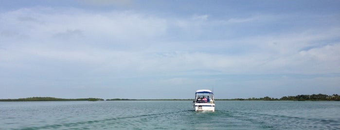 On A Boat is one of สถานที่ที่ Chris ถูกใจ.