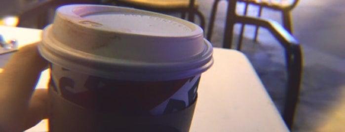 Starbucks is one of Lieux qui ont plu à Ekrem.