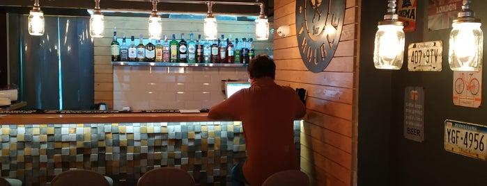 Double Trouble Eatery & Bar is one of Locais salvos de Anna.