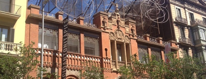 Fundació Antoni Tàpies is one of Ruta a l'Eixample. La ruta del modernisme.