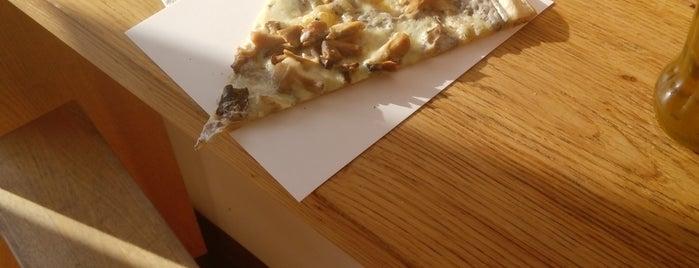 Pizza Me #6 Corvin is one of Lieux qui ont plu à Alíz.