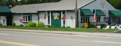 D'Ann's Sports & Entertainment Restaurant is one of Tempat yang Disukai Holly.