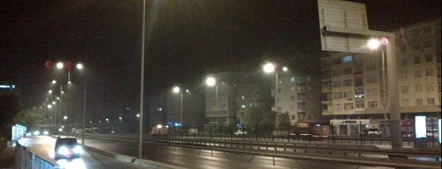 İ. Ü. Avcılar Kampüsü Meydan is one of Orte, die Özge gefallen.