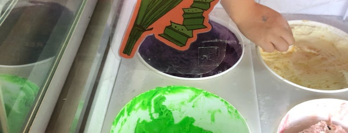 Flushing Ice Cream Factory is one of Tempat yang Disukai Stephen.