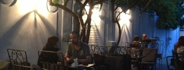 Lente Cafe is one of Lugares guardados de Ioana.