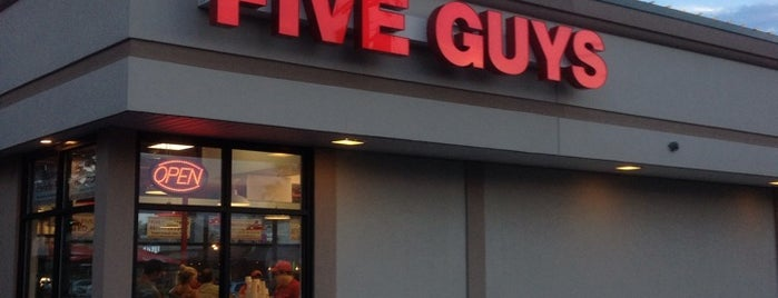 Five Guys is one of Locais curtidos por Greg.