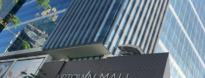 Uptown Mall is one of สถานที่ที่ Shank ถูกใจ.