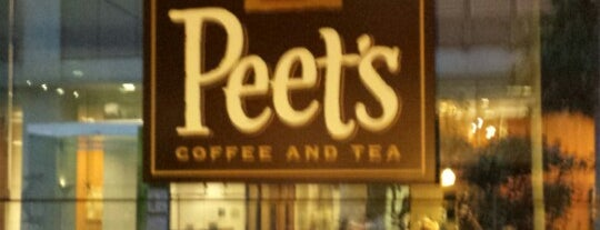 Peet's Coffee is one of Orte, die Fernanda gefallen.