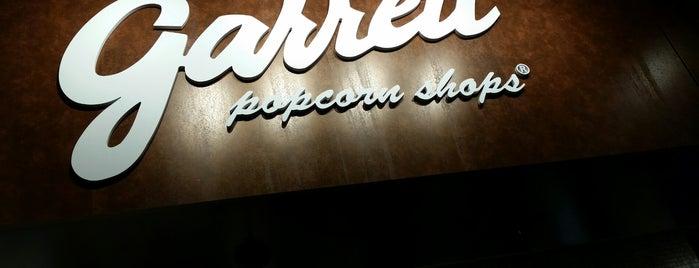 Garrett Popcorn Shops is one of สถานที่ที่บันทึกไว้ของ Erika.