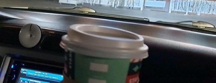 Starbucks is one of Orte, die Tolunay gefallen.