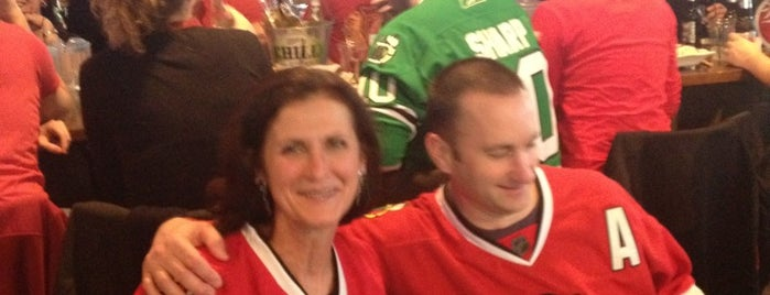 Crosstown Pub & Grill is one of Official Blackhawks Bars.