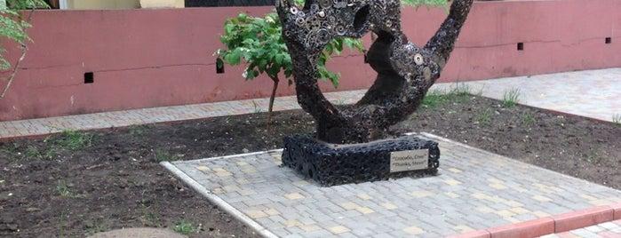 Памятник Стиву Джобсу is one of Locais salvos de Elena.