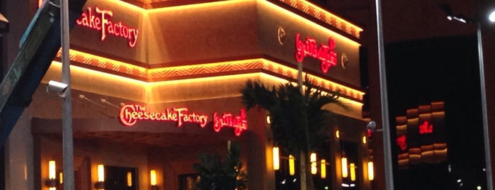The Cheesecake Factory is one of Khalid: сохраненные места.