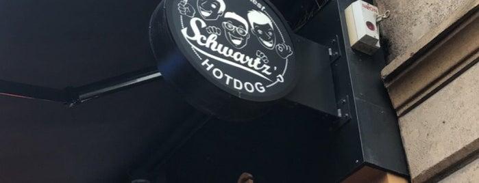 Schwartz's Hot Dog is one of Posti che sono piaciuti a Laure.