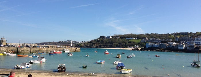 St Ives Harbour and Beach is one of Lugares favoritos de Jon.