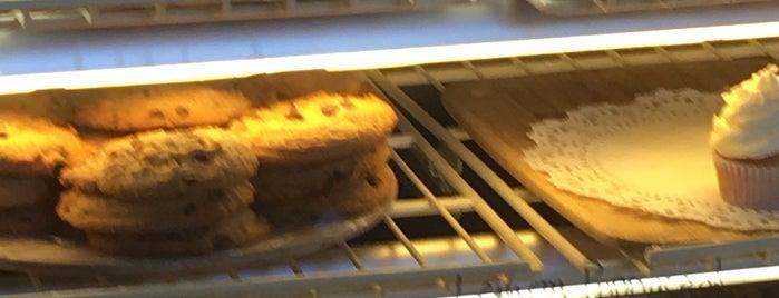 Buttercup Bakery is one of สถานที่ที่ L.D ถูกใจ.