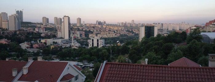Bahçeşehir Tenis Kulübü is one of Posti che sono piaciuti a Metin.