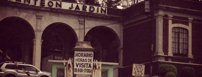 Panteón Jardín is one of Lieux qui ont plu à Mary Guadalu.