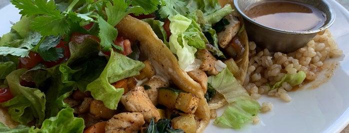 Haggo's Organic Taco is one of Lugares favoritos de John.