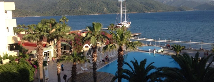 Marmaris Resort is one of Locais salvos de Fikret.