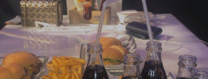 Ta8fela Burger is one of Need to try ( restaurants).