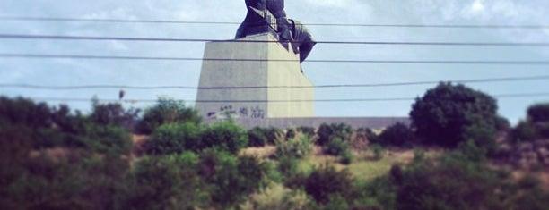 Памятник «Преемственность поколений» is one of Суперкубок России 2013. ЦСКА – Зенит..