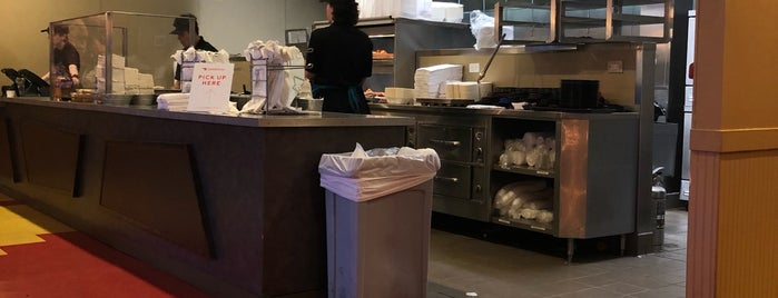 Ezell's Famous Chicken is one of Alaa : понравившиеся места.