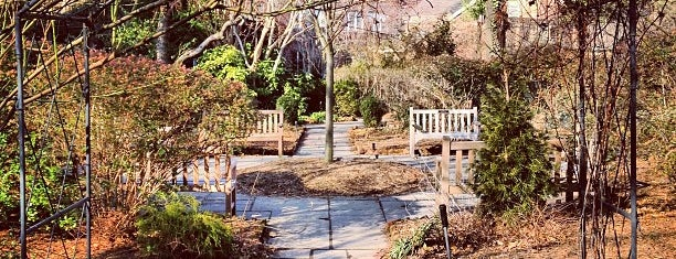 The Garden at St. Luke in the Fields is one of Nueva York.