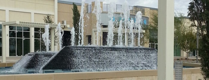 The Fountains at Farah is one of ElPsicoanalista'nın Beğendiği Mekanlar.