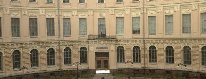 Музей Академии художеств is one of สถานที่ที่บันทึกไว้ของ Elena.