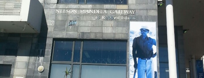 Nelson Mandela Gateway to Robben Island is one of สถานที่ที่ Ju ถูกใจ.