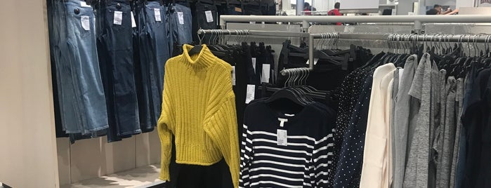 H&M is one of Justas's Liked Places.