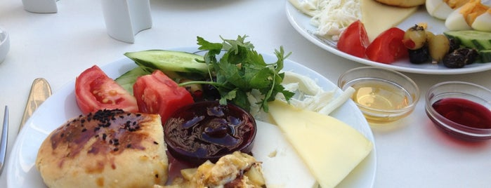 Zeytindalı Cafe & Restaurant is one of Locais curtidos por Damla.