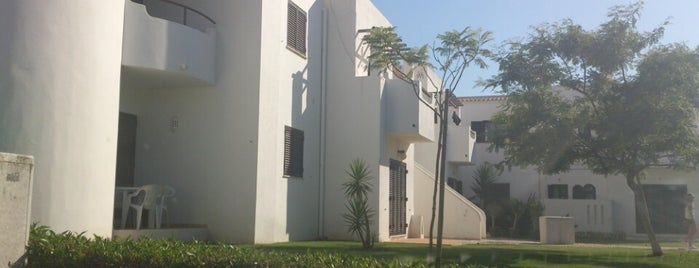 Urbanização Santo António is one of Orte, die Raul gefallen.
