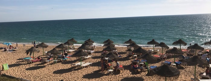 Izzy's Beach is one of Algarve where to eat & have fun.