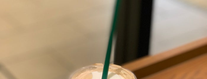 Starbucks Coffee JR桃谷駅店 is one of まどかるんさんのお気に入りスポット.
