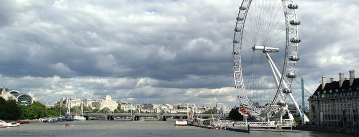 The London Eye is one of Antes de Morrer.