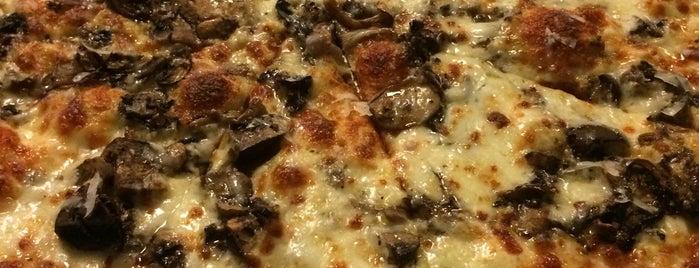 Blue Line Pizza is one of Jen : понравившиеся места.