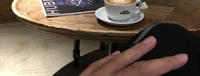 Caffè Nero is one of Lieux qui ont plu à Türkay.