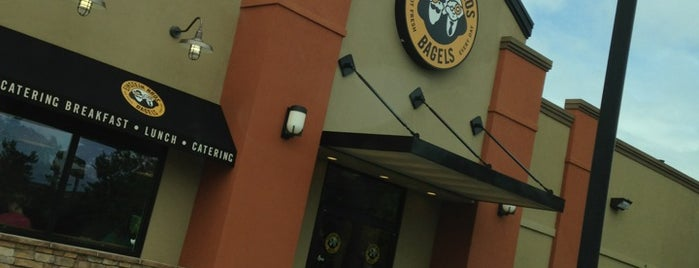 Einstein Bros Bagels is one of Locais curtidos por Emma.