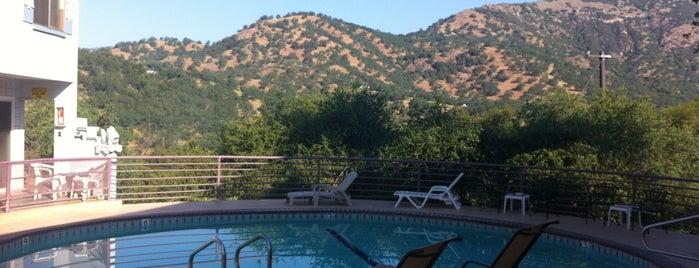 Sierra Lodge is one of สถานที่ที่ anthony ถูกใจ.