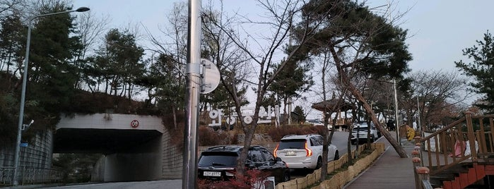 Waryong Park is one of ㅅㅇ 쇼핑. 스킨케어. 문화..
