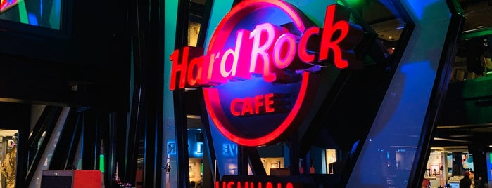 Hard Rock Cafe Ushuaia is one of Tempat yang Disukai Estela.
