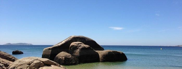 Praia Raeiros is one of El Grove.