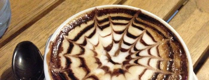 Kahve Dünyası is one of สถานที่ที่ ✨💫GöZde💫✨ ถูกใจ.