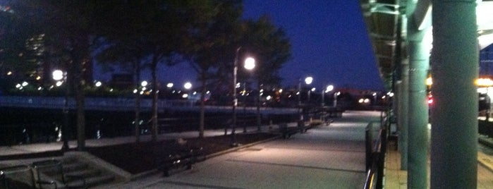 Newport-Hoboken Boardwalk is one of Tempat yang Disukai Ajay.