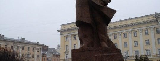 Площадь Ленина is one of Tempat yang Disukai Александр.