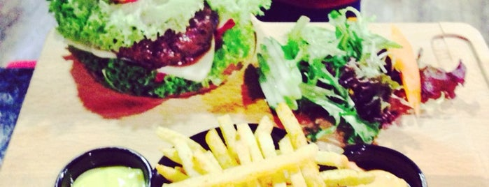 Cozy Burger & Steak is one of Locais curtidos por Caner.
