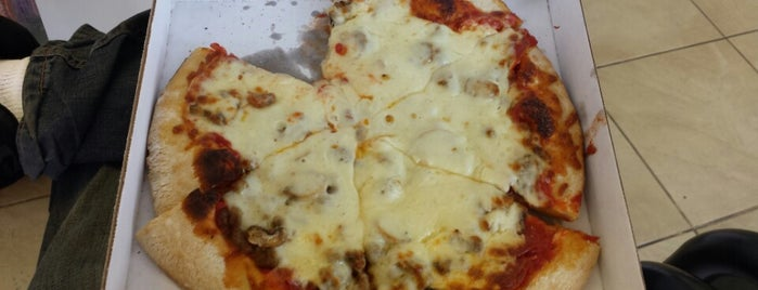 Filippi's Pizza Grotto is one of Lieux sauvegardés par Henry.