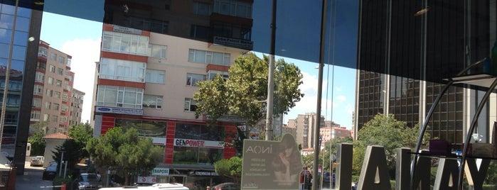 Oğuz Yanal Saç Tasarım Salonu is one of Lugares favoritos de Evrim.